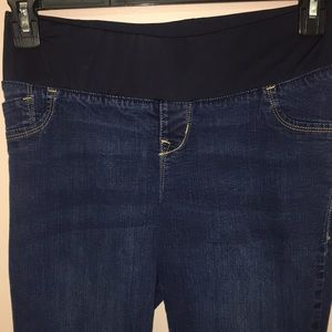 Old navy Maternity Slim boot cut jeans size 6